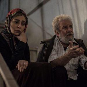 رعنا آزادی ور و مسعود کرامتی در فیلم «چهار راه استانبول»