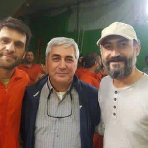 هادی حجازی فر، ابراهیم حاتمی کیا و بابک حمیدیان در پشت صحنه فیلم «به وقت شام»