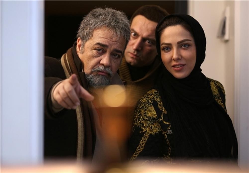 محمدرضا شریفی نیا و مجید صالحی و لیلا اوتادی در فیلم سه بیگانه