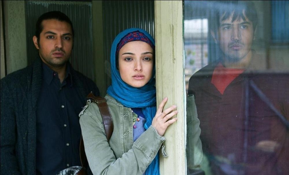 ندا جبرائیلی، مهرداد صدیقیان و اشکان خطیبی در فیلم «قاعده تصادف»