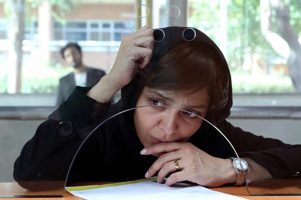 ساره بیات در نمایی از فیلم «زرد»