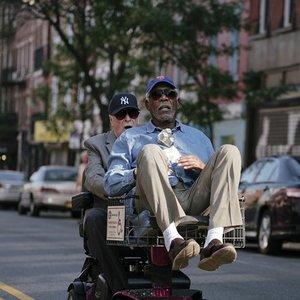 مورگان فریمن و مایکل کین در فیلم «به سوی زندگی لوکس»(Going in Style)