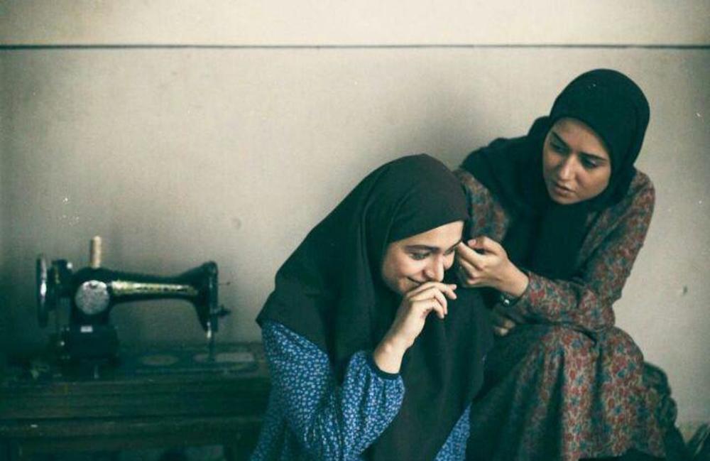 پریناز ایزدیار و معصومه بیگی در فیلم «ویلایی ها»