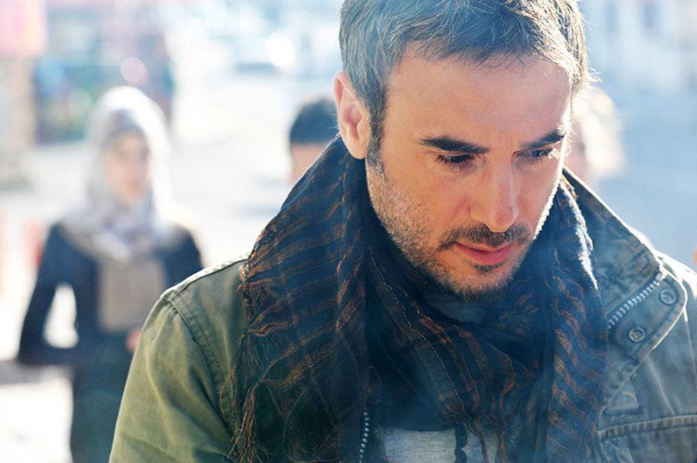 نمایی از باسم مغنیه در فیلم شهابی از جنس نور