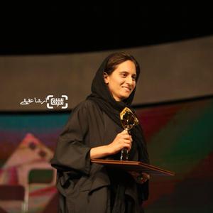 درناز حاجیها برنده جایزه ویژه هیأت داوران برای فیلم های «مرضیه» و «مارلون» از سی و چهارمین جشنواره فیلم کوتاه تهران