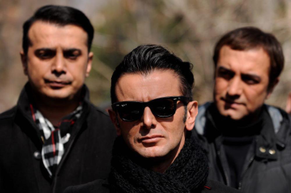امین حیایی، مجید صالحی و سپند امیرسلیمانی در فیلم «ثبت با سند برابر است»