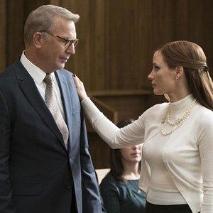 جسیکا چستین و کوین کاستنر در فیلم «بازی مالی»(Molly's Game)