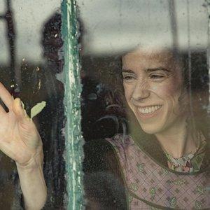 سالی هاوکینز در نمایی از فیلم سینمایی «ماد»(Maudie)