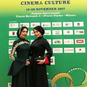 ملیکا شریفی نیا و فرناز امینی، بازیگر و کارگردان فیلم «عشق نیکان» در افتتاحیه جشنواره فیلم ورزشی میلان