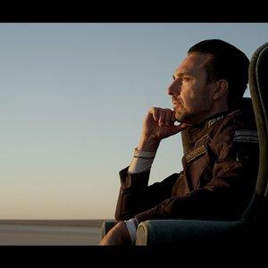 کریستوفر سورن کلی در نمایی از فیلم سینمایی «محفظه تمام نشدنی»(Infinity chamber)