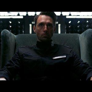 کریستوفر سورن کلی در نمایی از «محفظه تمام نشدنی»(Infinity chamber)