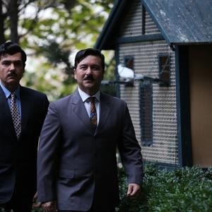 کوروش تهامی و امیرحسین صدیق در نمایی از قسمت اول سریال «آشوب»