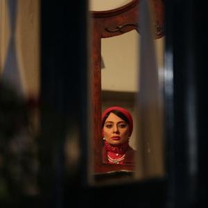 یکتا ناصر در نمایی از قسمت اول سریال «آشوب»