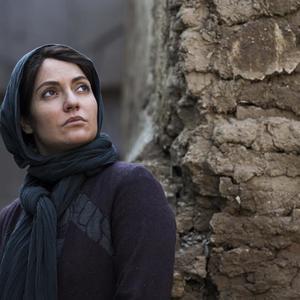 مهناز افشار در نمایی از فیلم «دارکوب»