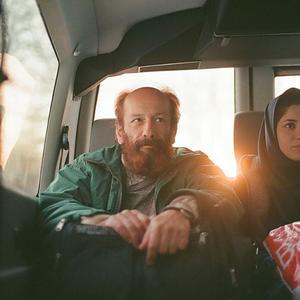 بهزاد دورانی و سونیا سنجری در فیلم «کله سرخ»