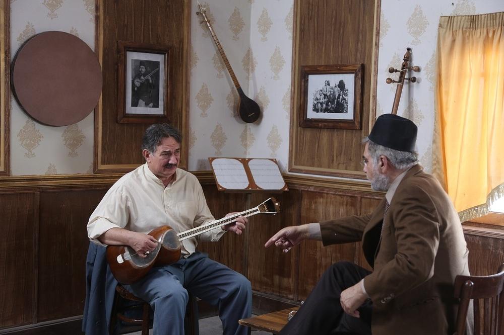 آتیلا پسیانی و فخرالدین صدیق شریف در قسمت دوم سریال «آشوب»