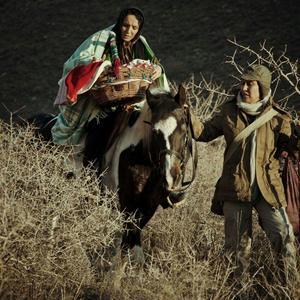 پانته آ بهرام و سمانه نصری در فیلم سینمایی «بچه ای با جوراب قرمز»