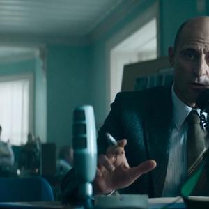 """مارک استرانگ  در نمایی از فیلم """"۶ روز"""""""