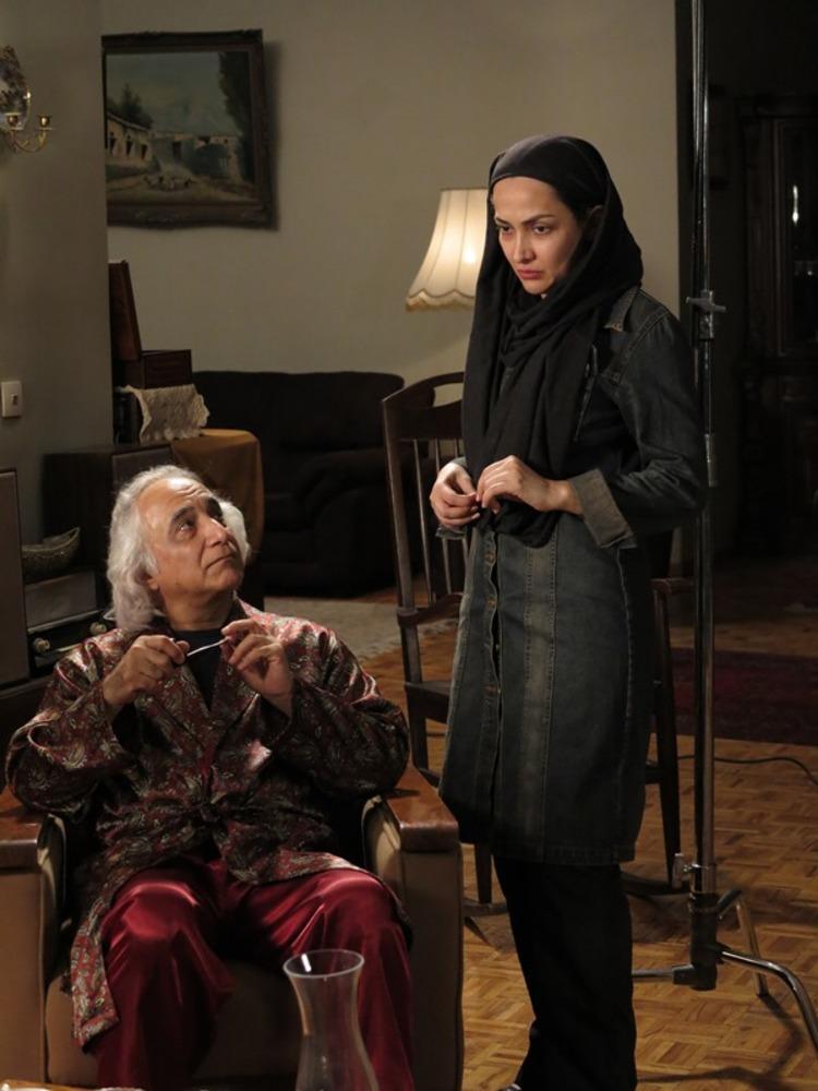 تارا اوتادی و شمس لنگرودی در پشت صحنه فیلم پنج تا پنج