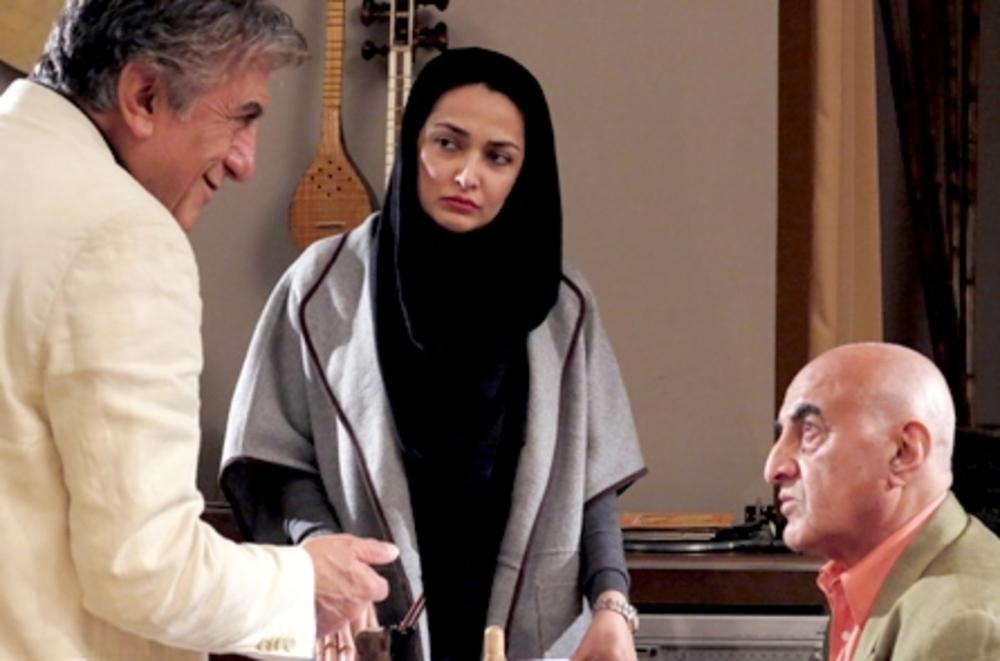 تارا اوتادی و رضا کیانیان و تورج نصر در پشت صحنه فیلم پنج تا پنج