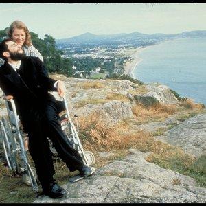 """دانیل دی-لوئیس و روت مک کیب در نمایی از فیلم """"پای چپ من """""""
