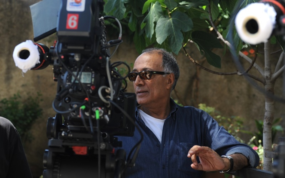 عباس کیارستمی در پشت صحنه فیلم کپی برابر اصل