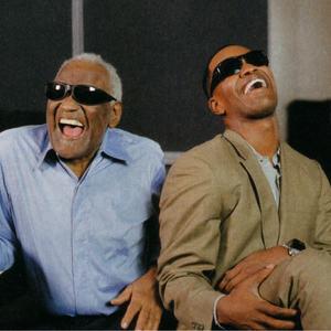 """جیمی فاکس و چارلز ری در پشت صحنه ی فیلم """"ری"""""""