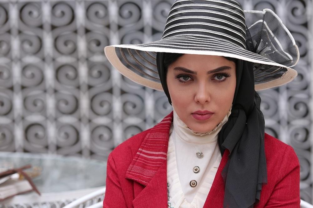 لیلا اوتادی در نمایی از قسمت سوم سریال «آشوب»