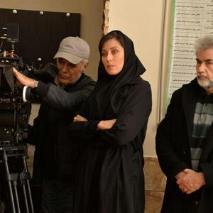 محمود کلاری، مهتاب کرامتی و محمد نشاط در پشت صحنه فیلم «بهت»