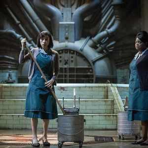 """سالی هاوکینز و اکتاویا اسپنسردر نمایی از فیلم """"شکل آب"""""""