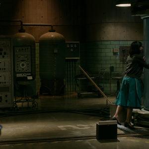 """نمایی از فیلم """"شکل آب"""" با بازی سالی هاوکینز"""