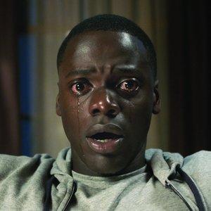 """دنیل کالویا در نمایی از فیلم """"برو بیرون"""""""