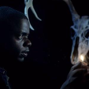 """نمایی از فیلم""""برو بیرون"""" با بازی دنیل کالویا"""