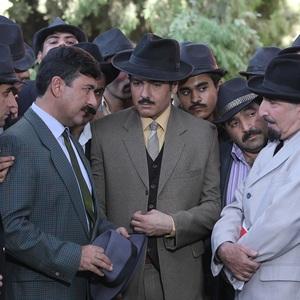 کوروش تهامی، امیرحسین صدیق و فرهاد آئیش در قسمت چهارم سریال «آشوب»