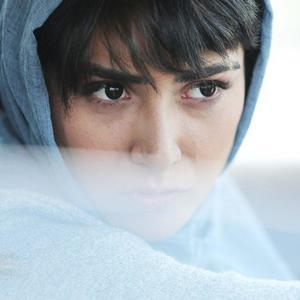 باران کوثری در نمایی از فیلم «عرق سرد»