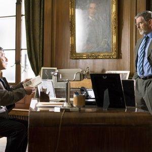 """جکی چان و پیرس برازنان در نمایی از فیلم """"خارجی"""""""