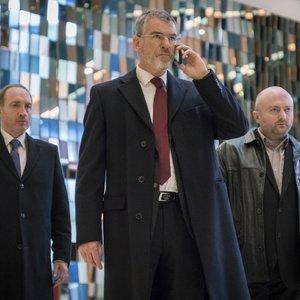 """پیرس برازنان در نمایی از فیلم """"خارجی"""""""