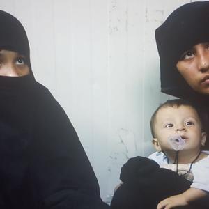 مستند «زنانی با گوشواره های باروتی» به کارگردانی رضا فرهمند