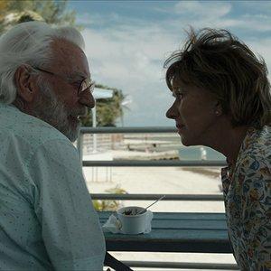 """دونالد ساترلند , هلن میرن در نمایی از فیلم"""" لذت جو"""""""