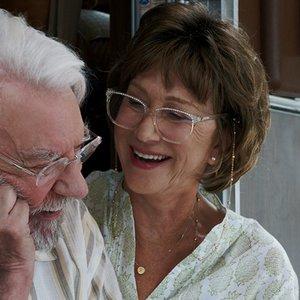 """نمایی از فیلم """" لذت جو""""با بازی دونالد ساترلند , هلن میرن"""