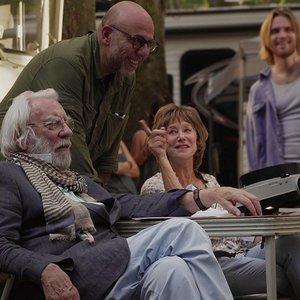 """دونالد ساترلند، هلن میرن و پائولو ویردزی در پشت صحنه فیلم """" لذت جو"""""""