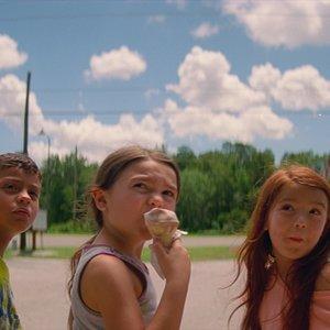 """بروکلین پرینس،  کریستوفر ریورا و والریا کوتو  در نمایی از فیلم  """"پروژه فلوریدا"""""""