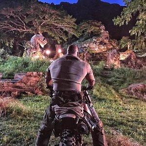 """دواین جانسون در نمایی از فیلم ماجراجویی """"جومانجی: به جنگل خوش آمدید"""""""