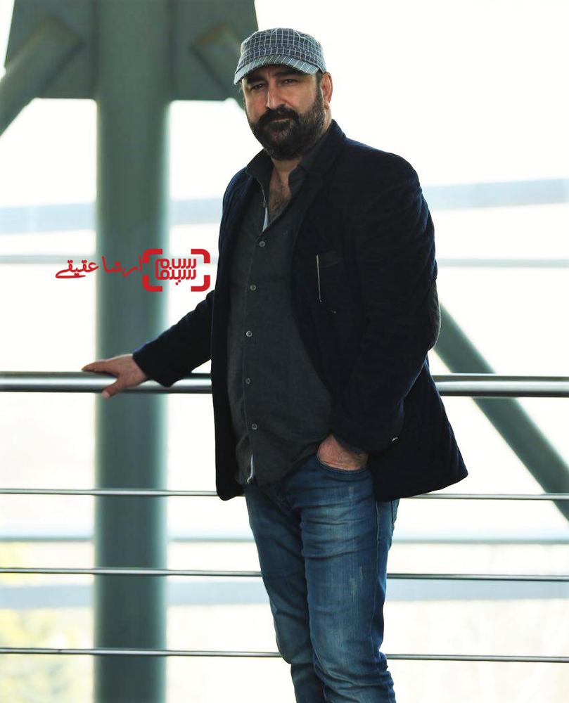 مهران احمدی در اولین قرعه کشی برنامه زمانی سینمای رسانه جشنواره فجر