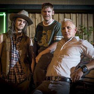"""برایان گلیسون، دنیل کریگ , جک کواید در نمایی از فیلم کمدی """"لوگان خوش شانس"""""""