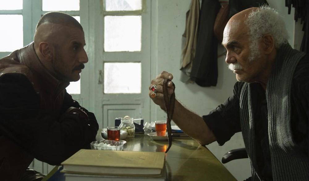 جمشید هاشم پور و امین حیایی در فیلم «درخونگاه»