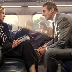 لیام نیسون و ویرا فارمیگا در نمایی از فیلم سینمایی «رفت و آمد»