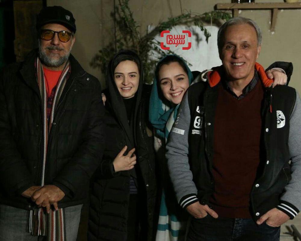 ترانه علیدوستی و پدرش حمید علیدوستی در کنار گلاره عباسی و حسن فتحی در پشت صحنه فصل سوم سریال «شهرزاد»
