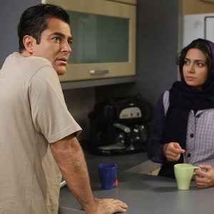 محمدرضا گلزار و پگاه آهنگرانی در نمایی از فیلم خشکسالی و دروغ
