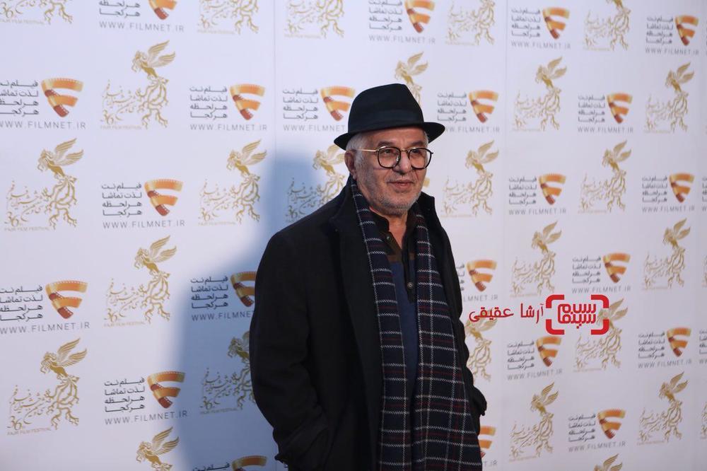 فرید سجادی حسینی در نشست خبری فیلم «مغزهای کوچک زنگ زده» در برنامه دو قدم تا سیمرغ در سینما ملت